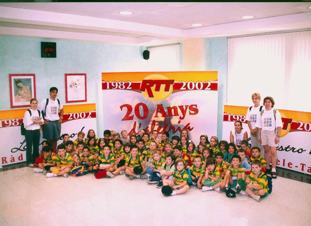 Visita d'una escola 2002