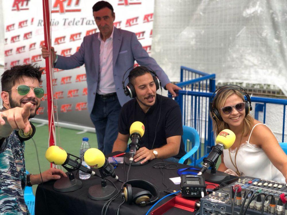 Salvador Beltran en el set de la radio